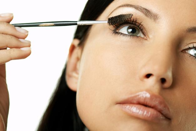 Aplicar maquillaje de ojos